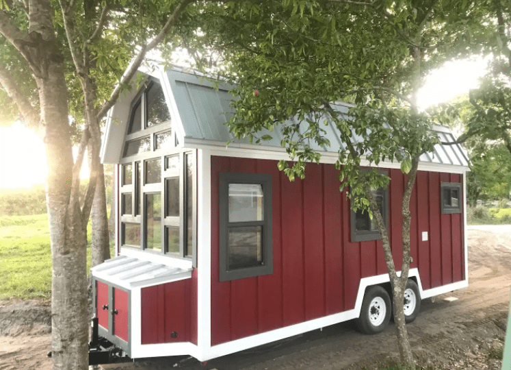 Tiny House In Florida that looks like a barn